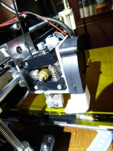 what is a 3d printer and how does it work: extruder